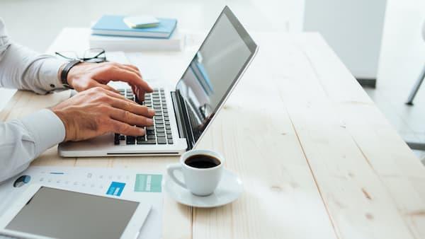 using_laptop_to_write_blog_post