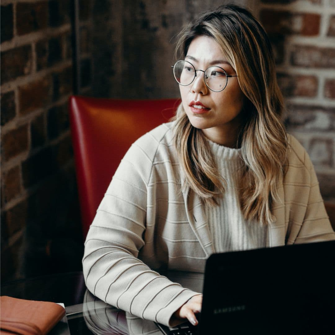 Woman on computer at coffee shop